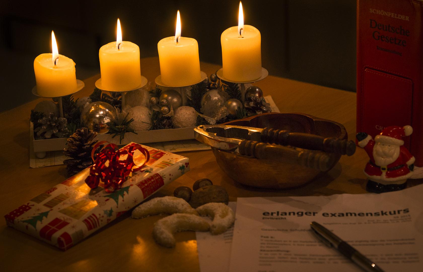 Frohe Weihnachten Wann Wünscht Man.Frohe Weihnachten Und Einen Guten Rutsch In Das Jahr 2018